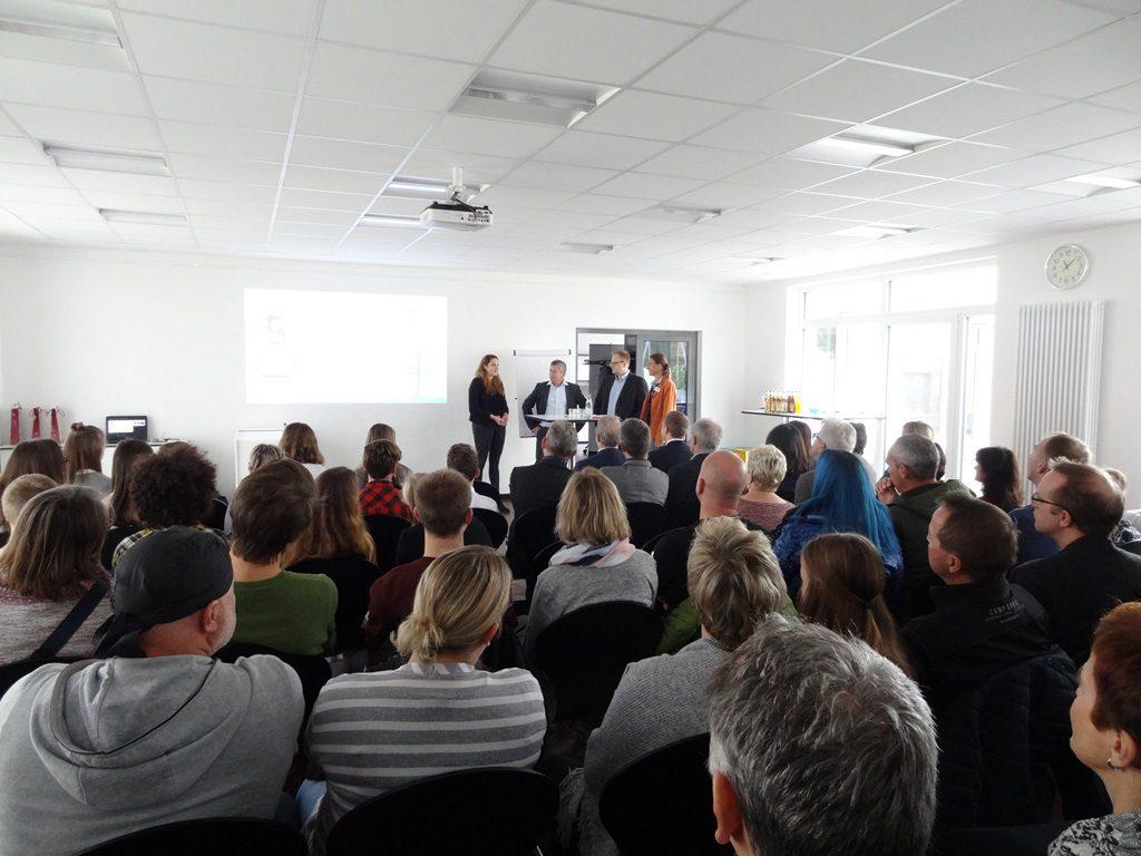 SchuelerAzubiCamp-Gespraechsrunde-Straubing1-1024x768