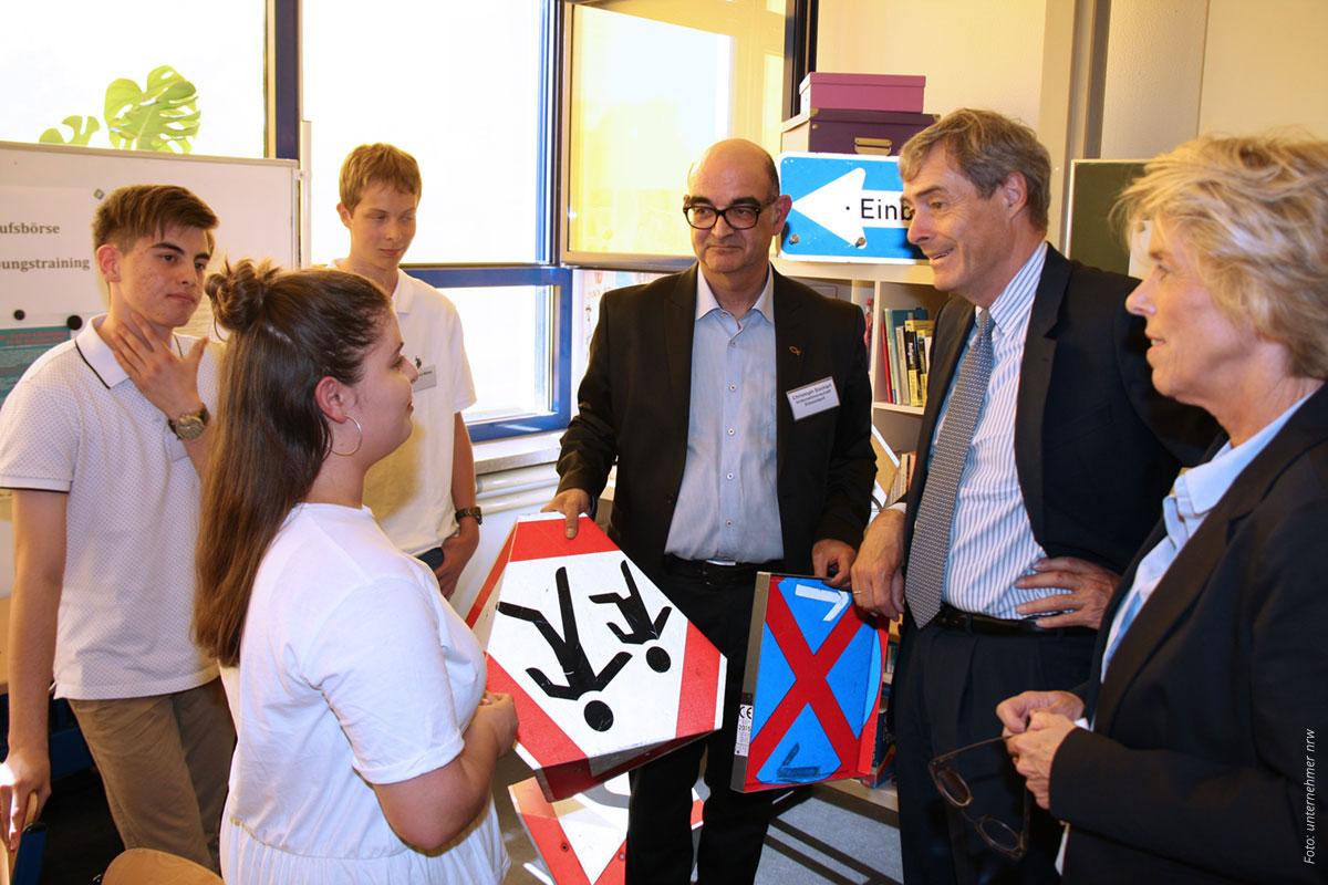 Netzwerk-berufswahlsiegel-Blog-Kramer-schilder-1200x800-Foto-unternehmer-nrw
