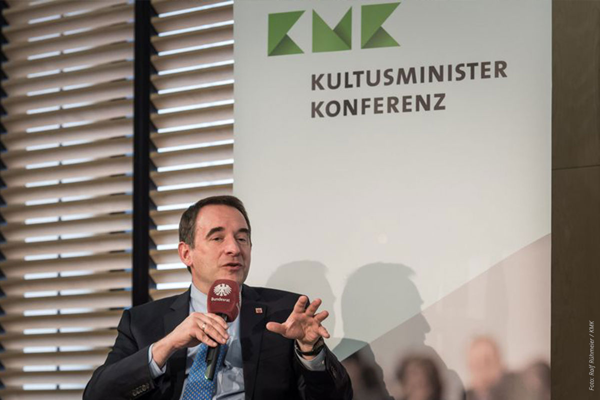 Netzwerk-berufswahlsiegel-KMK-Praesident-Andreas-Lorz-1200x800-Foto-Ralf-Ruehmeier